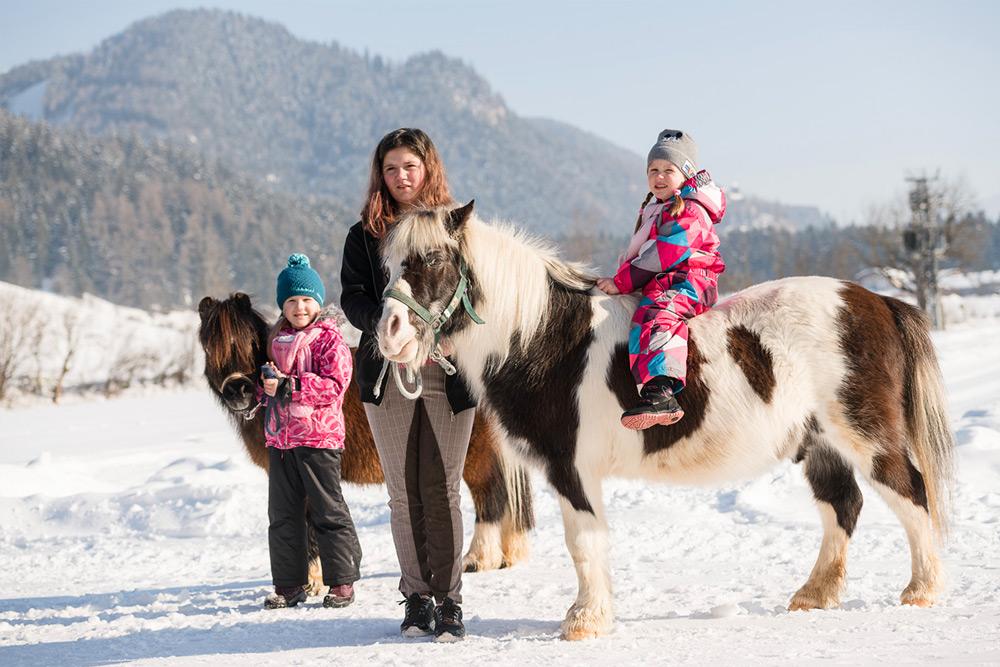 Ponyreiten für Kinder am Schörhof